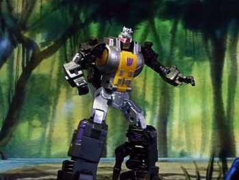 [Fanstoys] Produit Tiers - Jouet FT-12 Grenadier / FT-13 Mercenary / FT-14 Forager - aka Insecticons - Page 2 QqIpK0R2