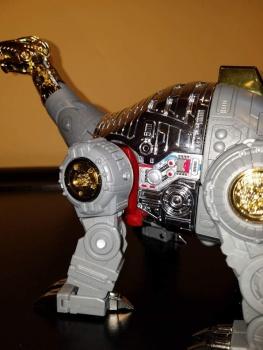 [Fanstoys] Produit Tiers - Dinobots - FT-04 Scoria, FT-05 Soar, FT-06 Sever, FT-07 Stomp, FT-08 Grinder - Page 9 TieOIcr7