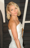 """Kelly Ripa """"2015 Vanity Fair Oscar Party hosted by Graydon Carter at Wallis Annenberg Center for the Performing Arts in Beverly Hills"""" (22.02.2015) 48x  UYO8X4b9"""