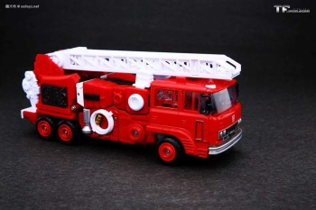 [Maketoys] Produit Tiers - MTRM-03 Hellfire (aka Inferno) et MTRM-05 Wrestle (aka Grapple/Grappin) - Page 4 XIEgsmso