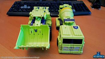 [Toyworld] Produit Tiers - Jouet TW-C Constructor aka Devastator/Dévastateur (Version vert G1 et jaune G2) - Page 6 C1yr5ePK