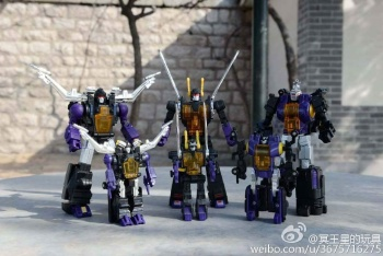 [Fanstoys] Produit Tiers - Jouet FT-12 Grenadier / FT-13 Mercenary / FT-14 Forager - aka Insecticons - Page 3 CRqCwx5L