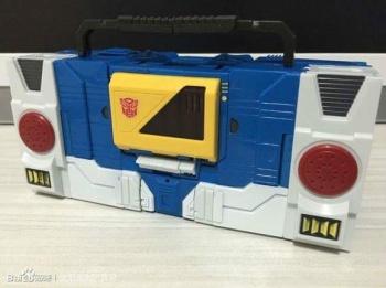 [KFC Toys] Produit Tiers - Jouet Transistor (aka Blaster/Tempo) + DoubleDeck (Twincast) + Fader (aka Eject/Éjecteur) + Rover (aka Autoscout) FhDDtvib