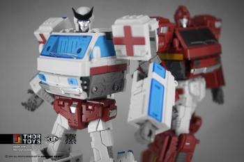 [TFC Toys] Produit Tiers - OS-01 Ironwill (aka Ironhide/Rhino) & OS-03 Medic (aka Ratchet/Mécano) - Page 2 NDvrh0wa