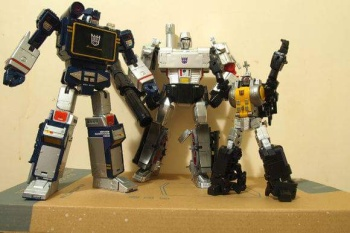 [Fanstoys] Produit Tiers - Jouet FT-12 Grenadier / FT-13 Mercenary / FT-14 Forager - aka Insecticons - Page 2 PDHEf914