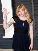 """Courtney Love """"2015 Vanity Fair Oscar Party hosted by Graydon Carter at Wallis Annenberg Center for the Performing Arts in Beverly Hills"""" (22.02.2015) 49x QN5r0KVx"""