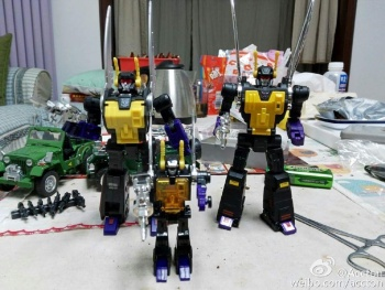 [Fanstoys] Produit Tiers - Jouet FT-12 Grenadier / FT-13 Mercenary / FT-14 Forager - aka Insecticons - Page 3 UmFeaJ9Z