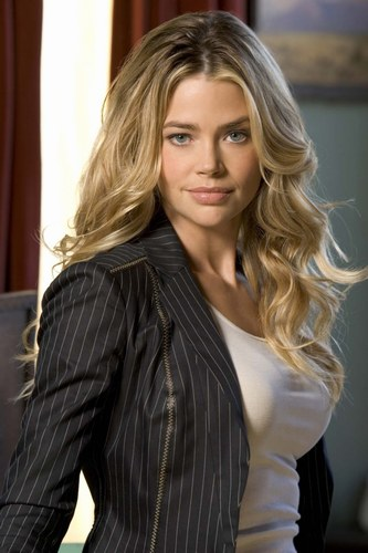MIROIR, DIS-MOI... - Page 2 Denise_richards