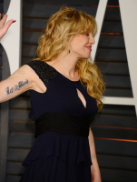 """Courtney Love """"2015 Vanity Fair Oscar Party hosted by Graydon Carter at Wallis Annenberg Center for the Performing Arts in Beverly Hills"""" (22.02.2015) 49x 89u8xAaM"""
