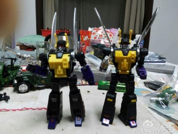 [Fanstoys] Produit Tiers - Jouet FT-12 Grenadier / FT-13 Mercenary / FT-14 Forager - aka Insecticons - Page 3 8JITO3kL