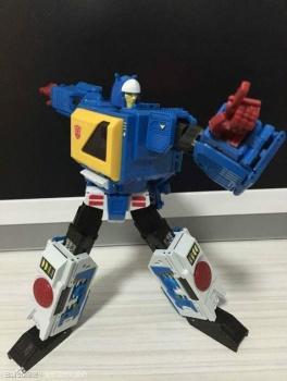 [KFC Toys] Produit Tiers - Jouet Transistor (aka Blaster/Tempo) + DoubleDeck (Twincast) + Fader (aka Eject/Éjecteur) + Rover (aka Autoscout) DKukZHdb
