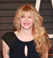 """Courtney Love """"2015 Vanity Fair Oscar Party hosted by Graydon Carter at Wallis Annenberg Center for the Performing Arts in Beverly Hills"""" (22.02.2015) 49x HWq2ioxY"""