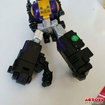 [Fanstoys] Produit Tiers - Jouet FT-12 Grenadier / FT-13 Mercenary / FT-14 Forager - aka Insecticons - Page 2 HkU89GwX