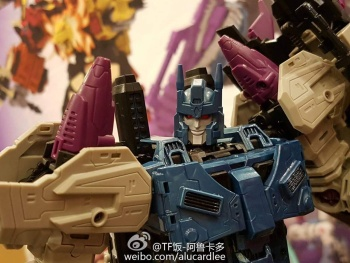 [Mastermind Creations] Produit Tiers - R-17 Carnifex - aka Overlord (TF Masterforce) - Page 2 RfMy8Ql8