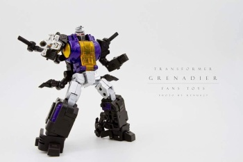 [Fanstoys] Produit Tiers - Jouet FT-12 Grenadier / FT-13 Mercenary / FT-14 Forager - aka Insecticons - Page 2 UaKw9gZp