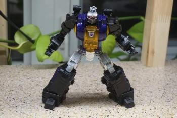 [Fanstoys] Produit Tiers - Jouet FT-12 Grenadier / FT-13 Mercenary / FT-14 Forager - aka Insecticons - Page 2 CekqmuJO