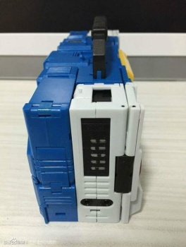 [KFC Toys] Produit Tiers - Jouet Transistor (aka Blaster/Tempo) + DoubleDeck (Twincast) + Fader (aka Eject/Éjecteur) + Rover (aka Autoscout) ICkOndQf