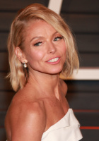 """Kelly Ripa """"2015 Vanity Fair Oscar Party hosted by Graydon Carter at Wallis Annenberg Center for the Performing Arts in Beverly Hills"""" (22.02.2015) 48x  NgSJOIpD"""