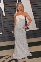 """Kelly Ripa """"2015 Vanity Fair Oscar Party hosted by Graydon Carter at Wallis Annenberg Center for the Performing Arts in Beverly Hills"""" (22.02.2015) 48x  ZIHTduLg"""