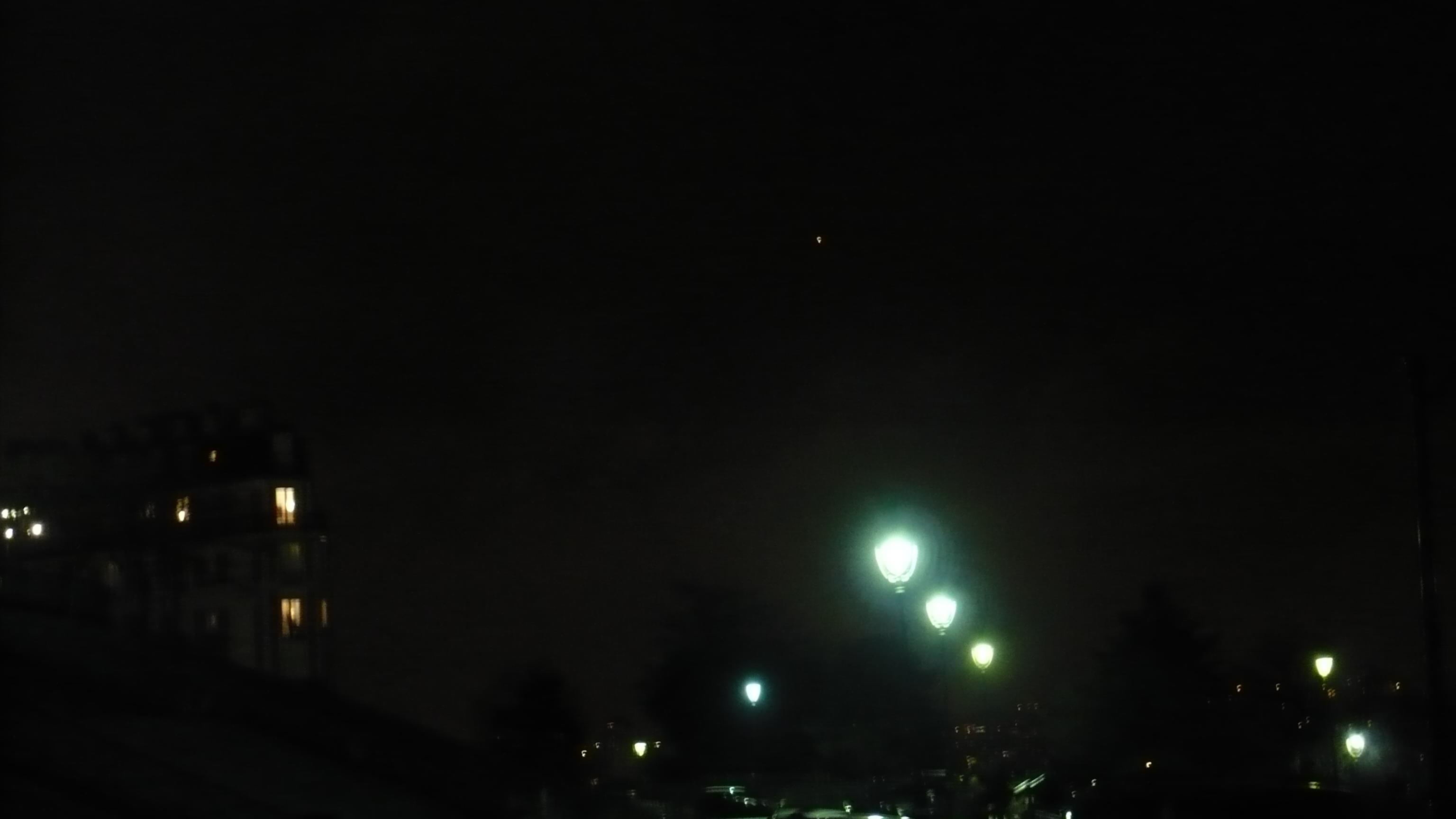2015: le 25/02 à 22h57 - Pan dans le ciel -  Ovnis à Paris 18è Montmartre - Paris (dép.75) P1020552
