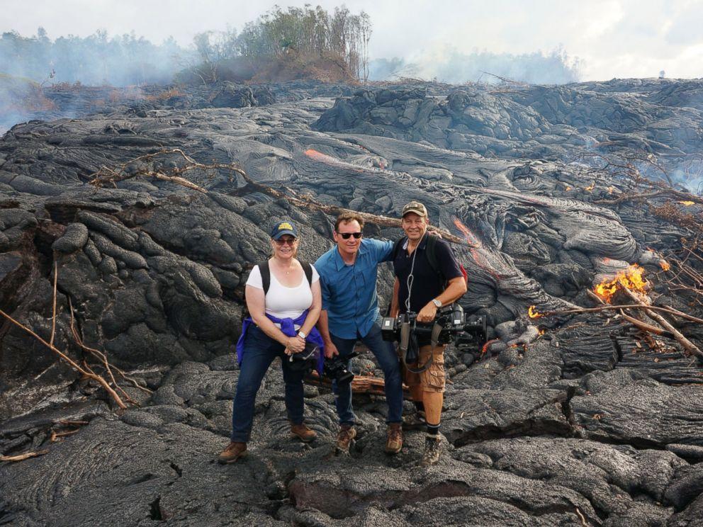 Red Hot Lava Flow Edging Toward Hawaiian Town  Ht_lava_flow_hawaii_03_mt_141024_4x3_992