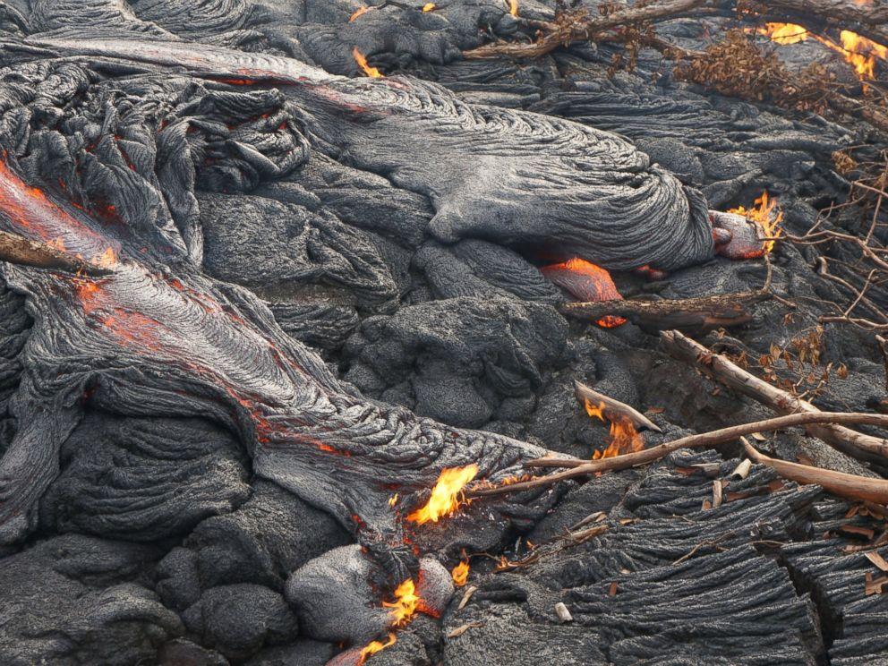 Red Hot Lava Flow Edging Toward Hawaiian Town  Ht_lava_flow_hawaii_04_mt_141024_4x3_992