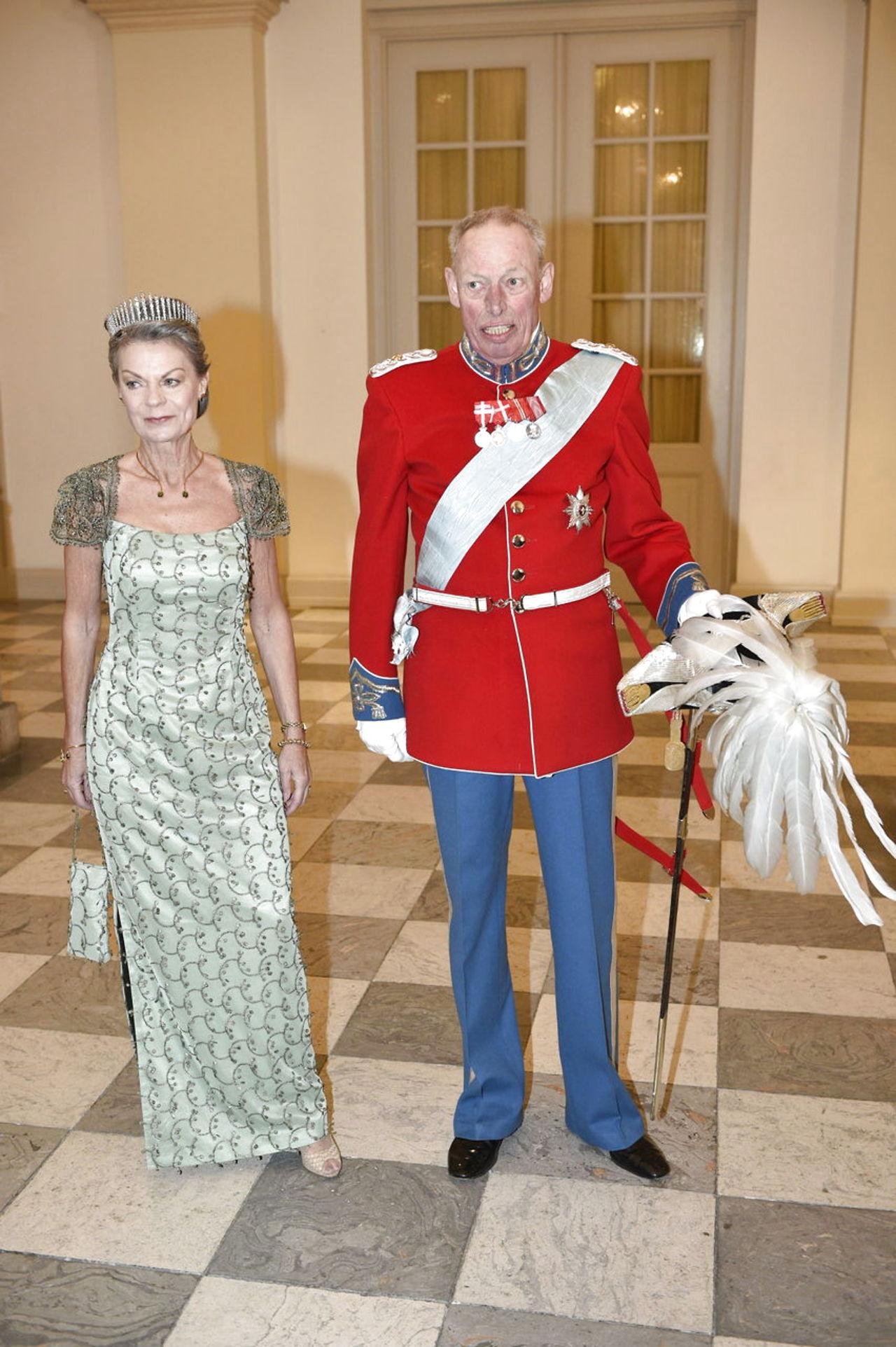 Margarita y Enrique de Dinamarca - Página 26 8587185-dronningmargrethe75