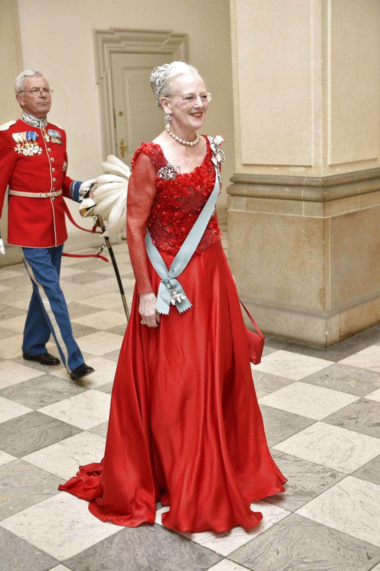 Margarita y Enrique de Dinamarca - Página 26 8587488-dronningmargrethe75