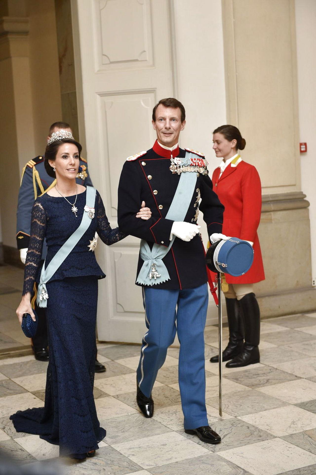 Margarita y Enrique de Dinamarca - Página 26 8587574-dronningmargrethe75
