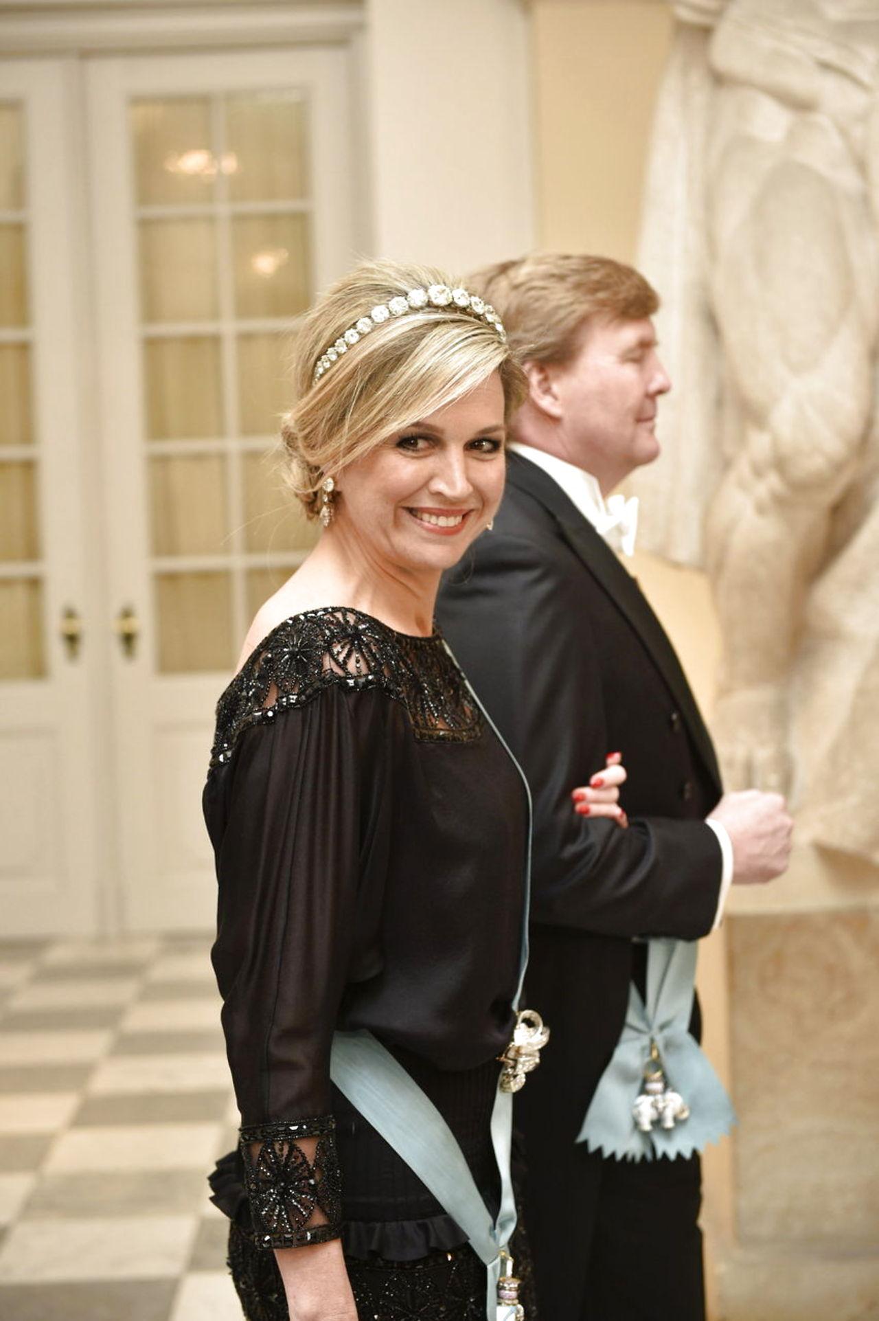 Margarita y Enrique de Dinamarca - Página 26 8587688-dronningmargrethe75