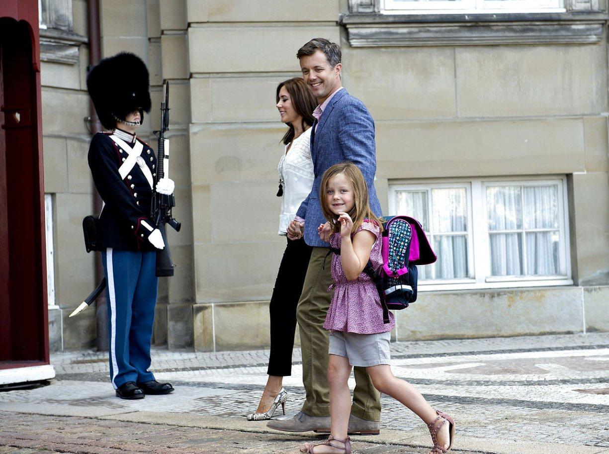 Mary y Frederik - Página 16 6712968-prinsesse-isabellas-frste-skoledag-renssancedans-med-contrap