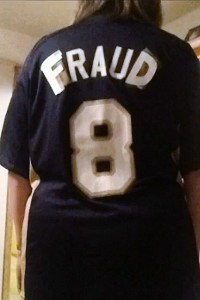 Camisa de Fan con la palabra 'fraude' crea revuelo Mlb_ke_braunfraud_200