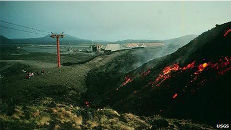 ¿Es posible detener la lava de un volcán en erupción? 140911120437_lava_barrera_464x261_usgs_nocredit
