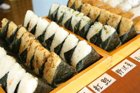 [Cuisine] Onigiri Hello-Japan---Onigiri-Various-Presentoir