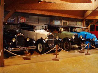 Exposition anciennes voitures des films/series TV a Noisy le Grand P1144904