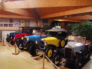 Exposition anciennes voitures des films/series TV a Noisy le Grand P1144804