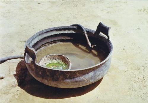 Que faire avec des vieux pneus R-cup-ration-de-vieux-pneus-pour-faire-des-gamelles.-Chine-