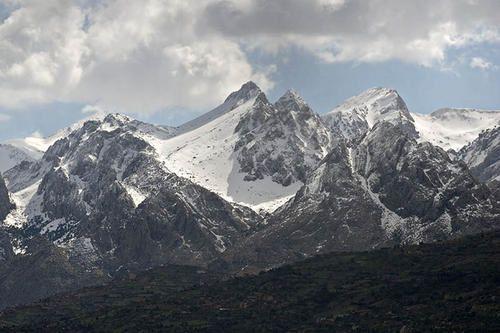 جبال جرجرة الواقعة بمنطقة القبائل الكبرى  Zzz02Djurdjura-depuis-N68-vers-Tizi-Gheniff-40581531.20050307-8243copie-2-