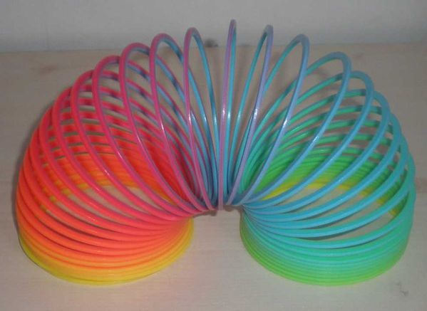 Les objets disparus - Page 4 Slinky_02