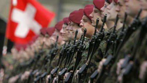 pour - Selon le chef de l'armée, la crise de la dette de l'UE constitue la menace principale pour la Suisse Im-copie-66