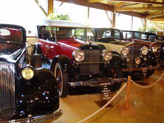 Exposition anciennes voitures des films/series TV a Noisy le Grand P1144856