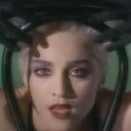 Recycle Yourself >> Autorreferencias - Página 7 Madonna_Open_Your_Heart_video_01