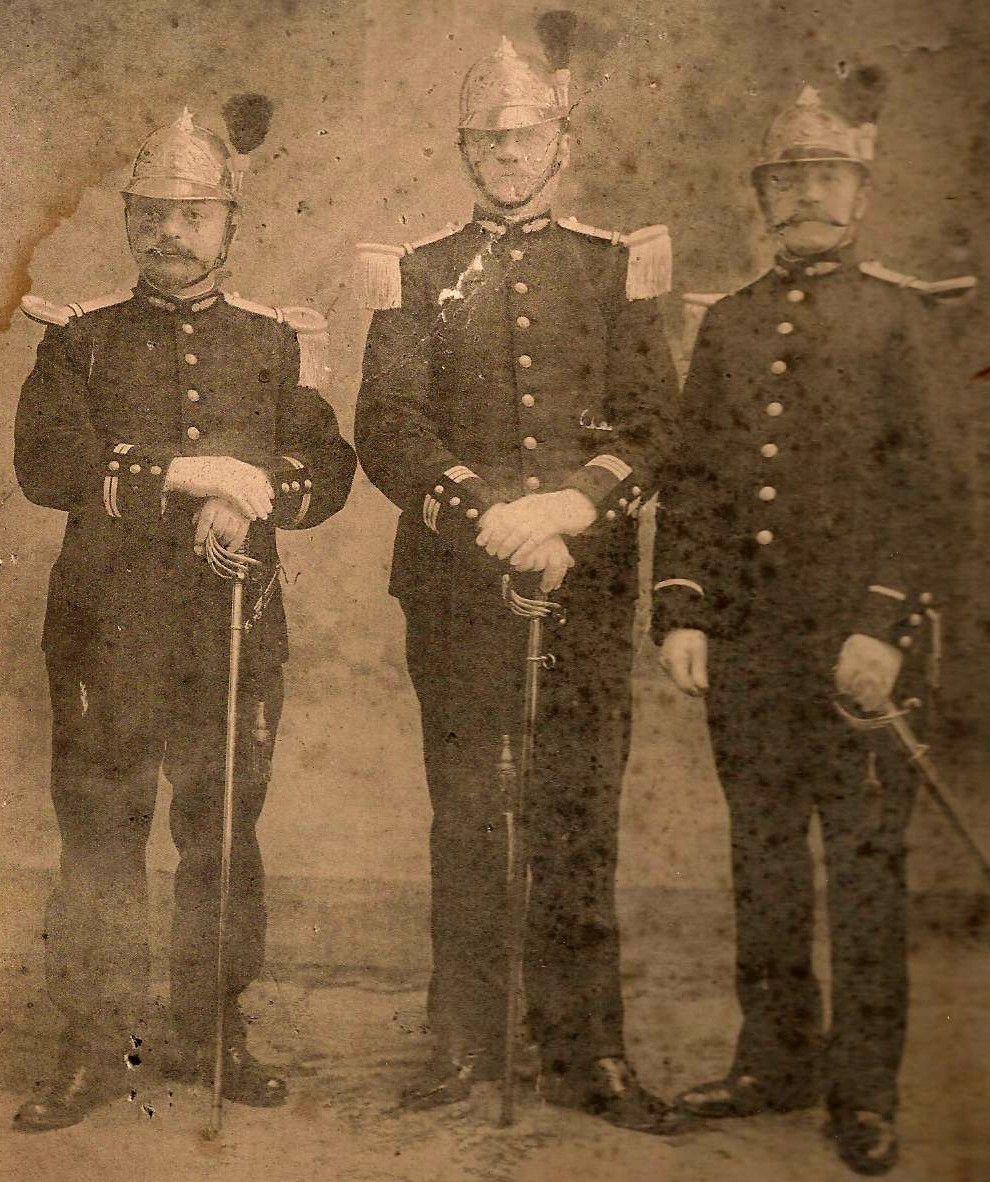 Evolution du casque de pompier FR 1812-2015 168-004
