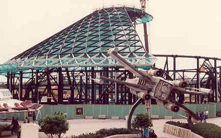 Photos de la construction du Parc Disneyland - Page 4 Space-20mountain-20construction-201