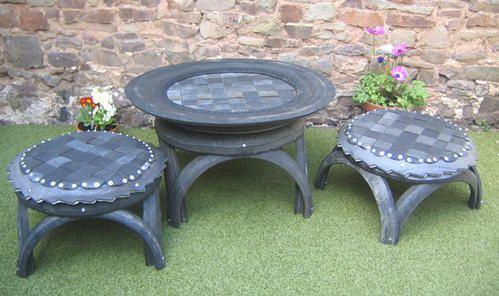 Que faire avec des vieux pneus Tables-de-jardin-en-vieux-pneus-recycl-s