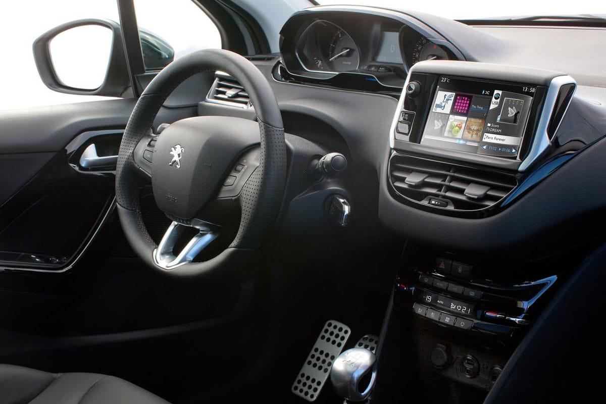 La nouvelle Peugeot 208 : sympatique, vivement la GTI ! Interieur-peugeot-208