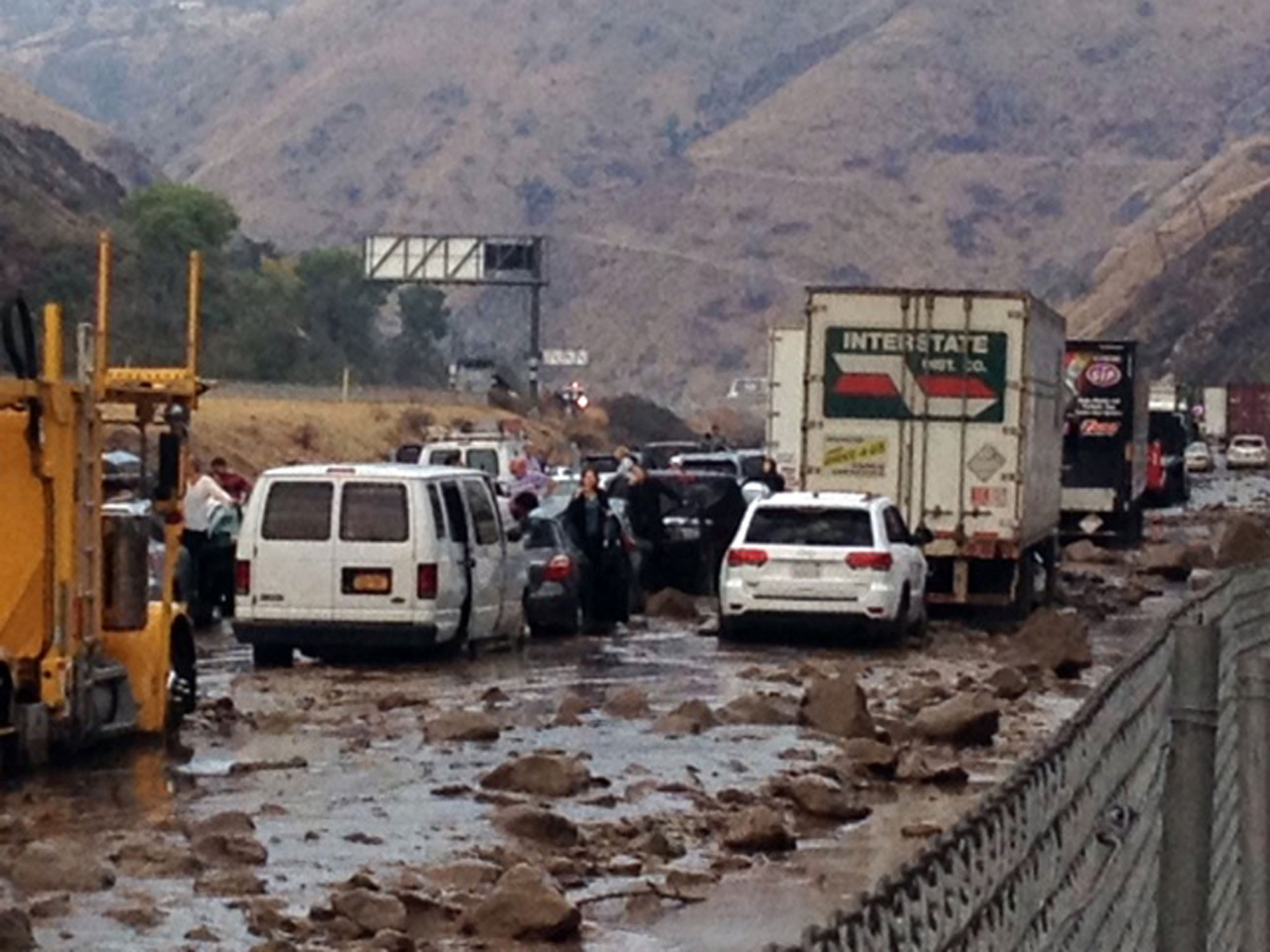 Flash floods happening all over central and southern california AP_mudslide3a_ml_151016