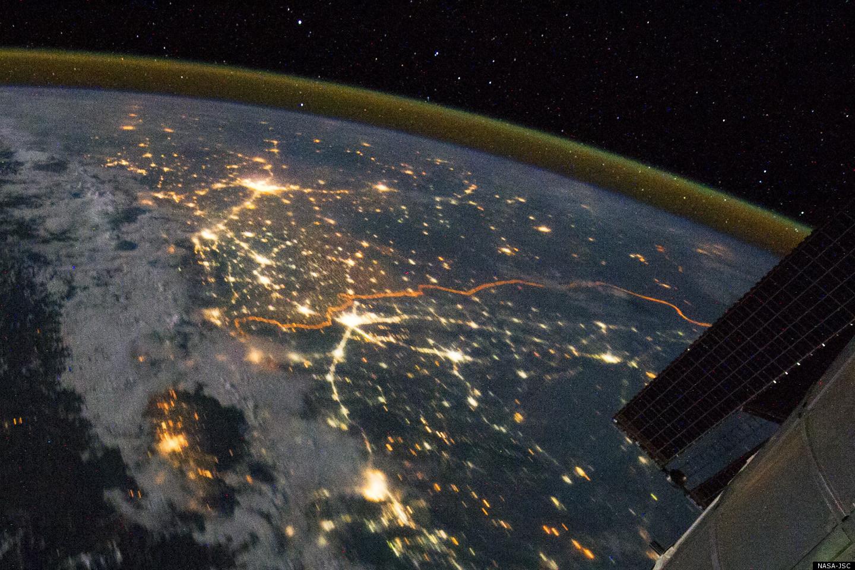 Звёздное небо и космос в картинках - Страница 4 India-pakistan-border-lights
