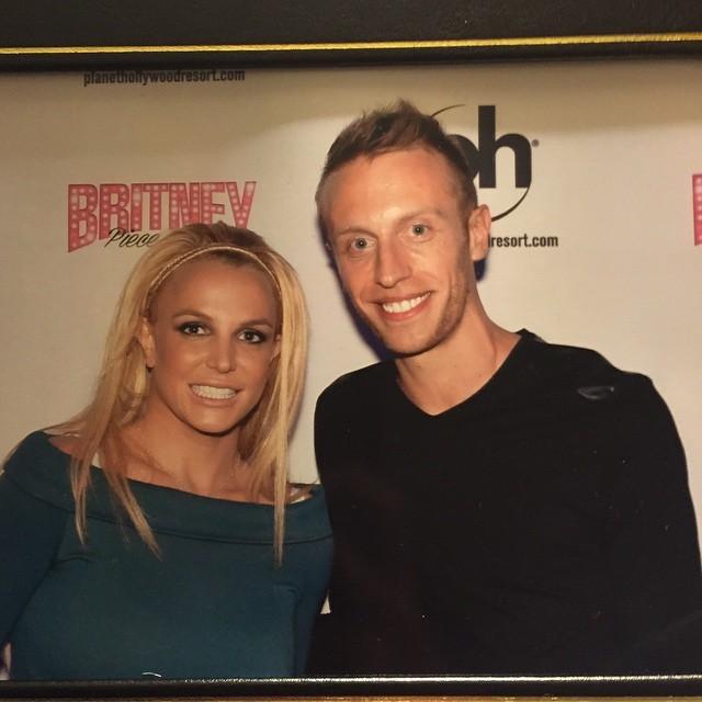 Britney Spears >> Britney: Piece of Me [III] - Página 23 11241731_63773112969571kkd