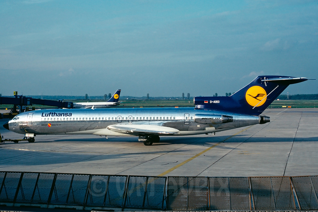 Looking back in History J3b727lhdedabcipg6accg